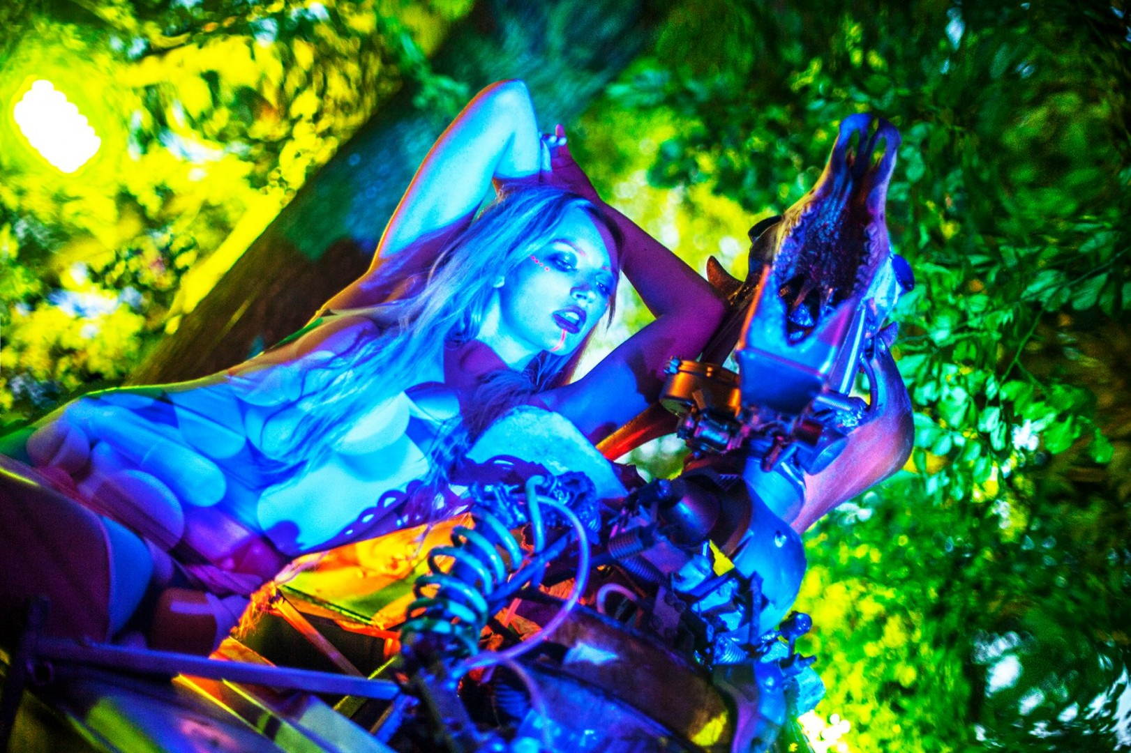 So this year, I decided to have a fashion shoot at my most favorite festival Blissfields Festival so this is the fairytale we created ...<br />