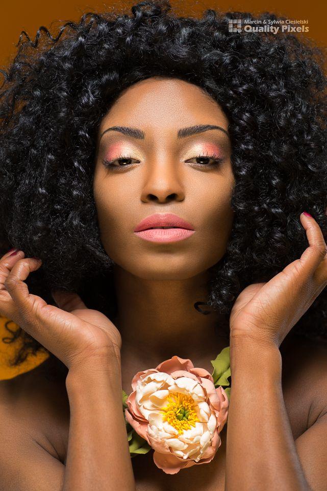 Model: AnnaRose<br /> Flowers: Marina Belova, Floral modelling