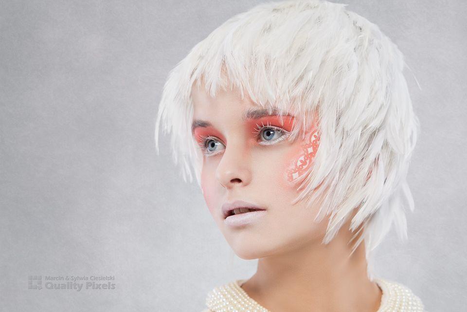 Model: Kathryn Vinclaire Model<br /> Wig: BellaRegalo feathers