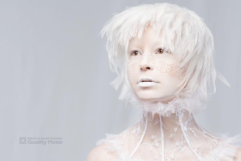 Wig: BellaRegalo feathers<br /> Lace collar: Ewa Jobko - Costume Designer