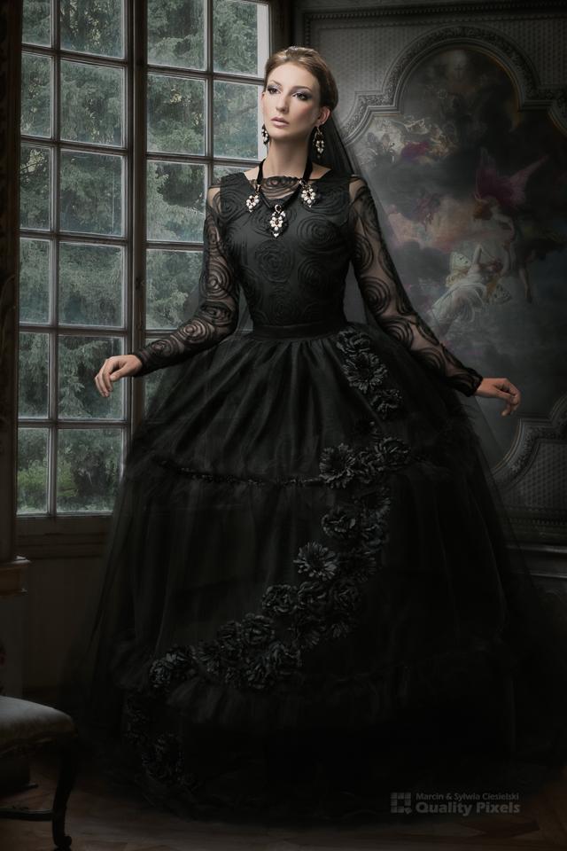 Dress: Ewa Jobko<br /> Make-up: Teresa Jolly